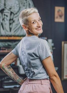 Frau Liga ist eine Tattookünstlerin im Hause Seebär Tattoo Kiel.